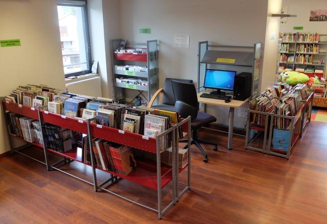 Bibliotheque-du-Mazet-internet-et-rayon-BD