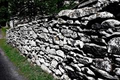 randotourisme-Faurie-les-murs-en-pierres-volcaniques